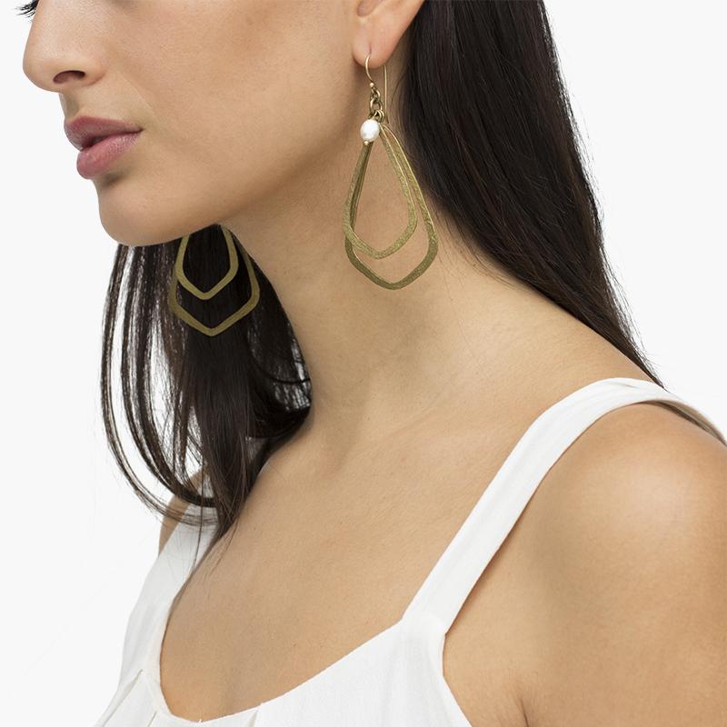 Pendientes maxi de bronce con perla blanca